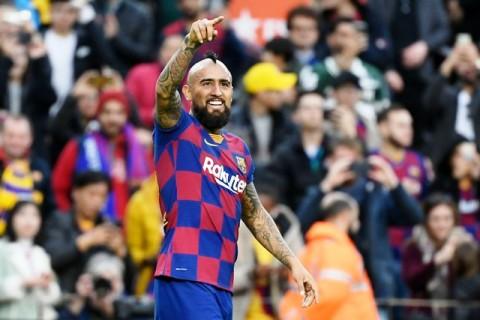 Arturo Vidal Berpamitan dengan Skuat Barcelona