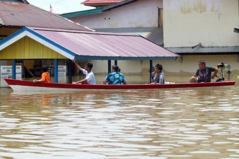 Banjir Lumpuhkan Aktivitas Warga di Kapuas Hulu