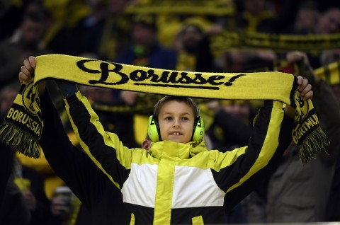 Borussia Dortmund Izinkan Suporter Datang ke Stadion