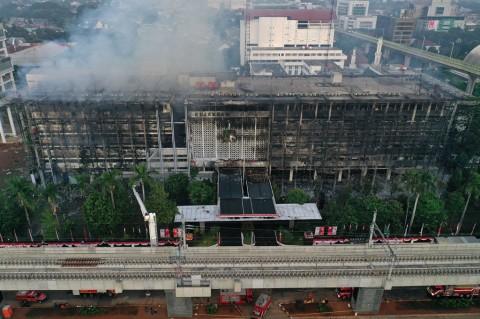 Sejumlah Orang Sempat Padamkan Api Sebelum Kebakaran Kejagung Membesar