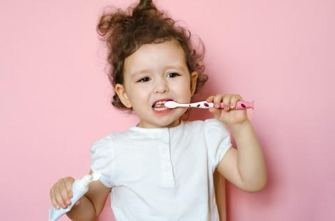 Apakah Bayi Tidak Perlu Menggunakan Pasta Gigi Mengandung Flouride?