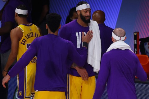 Lakers Tundukkan Nuggets di Gim Pertama Final Wilayah Barat