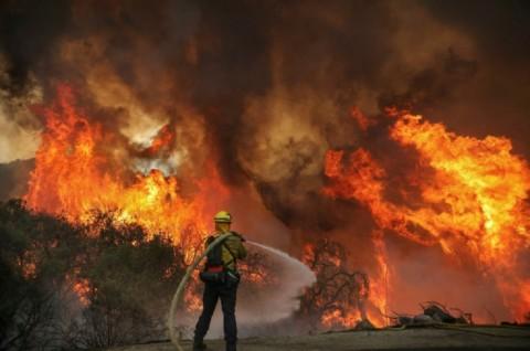 Gempa Guncang California yang Masih Dilanda Kebakaran Hutan