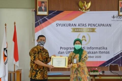 Itenas Peringkat ke-62 PTS Terbaik di Indonesia