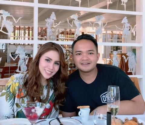 Mengenal Nicola Reza Samudra, Suami Momo Geisha