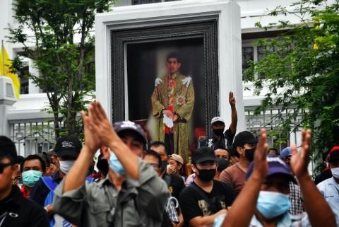 Apa Sebab Rakyat Thailand Mulai Berani Melawan Raja