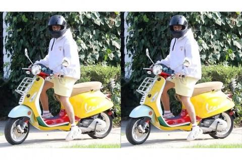 Gaya Justin Bieber Menaiki Vespa Primavera Sean Wotherspoon
