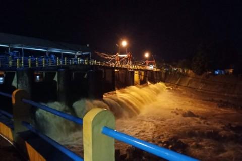 Debit Air Sungai Ciliwung di Depok Meninggi Jelang Tengah Malam