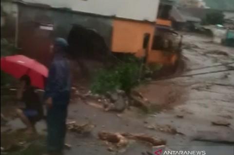 Banjir di Sukabumi Rusak Jembatan Antar Kampung