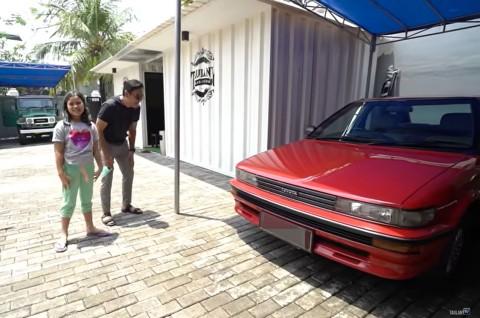 Andre Taulany Dapat Kado Mobil Klasik dari Anak-Anaknya