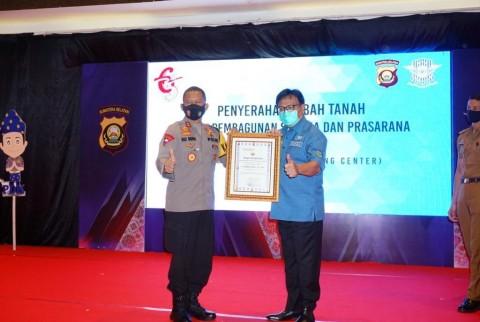 Berperan Aktif Memajukan Kepolisian, Gubernur Sumsel Diberi Penghargaan