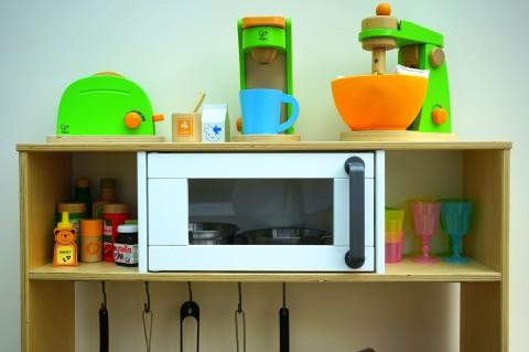 Amankah Memasukkan Plastik Pemanas ke Microwave?