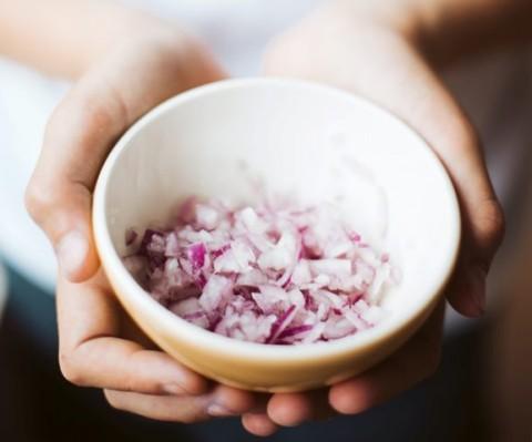 Tips Cegah <i>Nangis</i> Saat Memotong Bawang
