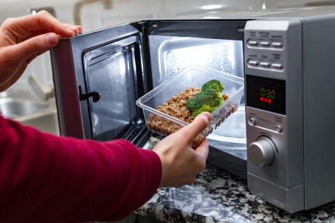 Risiko Penggunaan <i>Microwave</i>