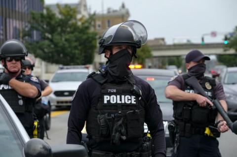 Dua Polisi Tertembak dalam Demo Pembunuhan Wanita Kulit Hitam