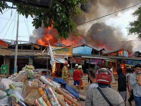 807 Kios di Pasar Cempaka Putih Hangus Terbakar