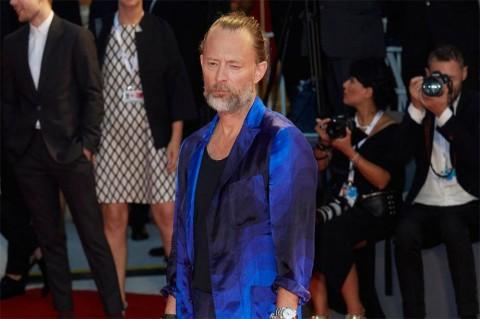Vokalis Radiohead Thom Yorke Menikahi Artis Italia