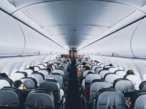 Studi: Penyebaran Covid-19 di Dalam Pesawat Terbang