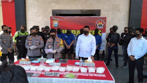 Peredaran Sabu 13 Kg dan Ribuan Pil Ekstasi di Makassar Digagalkan