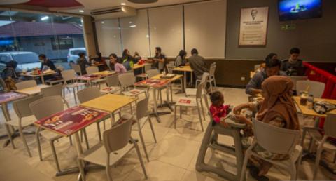 Kunjungan Restoran di Depok dan Tangerang Tinggi Imbas PSBB Jakarta