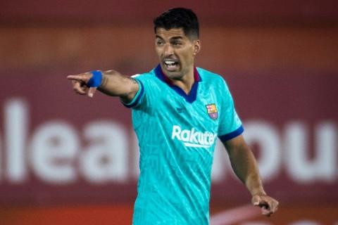 Disaksikan Messi, Perpisahan Luis Suarez Berlangsung Emosional