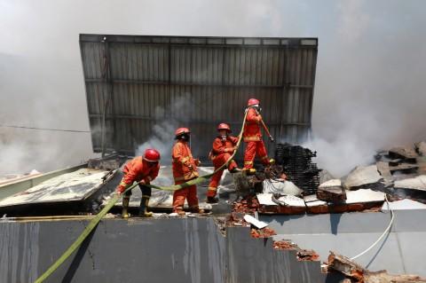 Gudang Pabrik Popok di Malang Terbakar