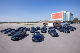 Bayern München Bergelimpangan Trofi dan Audi e-Tron
