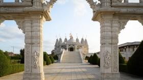 Neasden Temple, Kuil Hindu Pertama di Eropa
