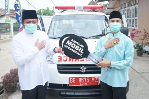 Gubernur Sumsel Serahkan 1 Unit Ambulans untuk Masyarakat