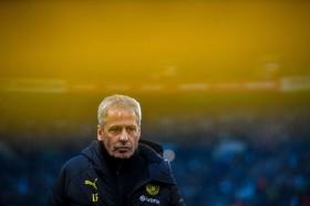 Favre Minta Dortmund Waspadai Permainan Keras Augsburg