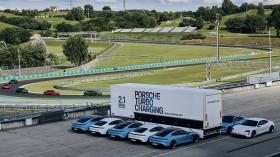 Porsche Siapkan 'Power Bank' untuk Konsumen Taycan