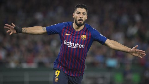 Barcelona Dinilai Butuh Pengganti Suarez