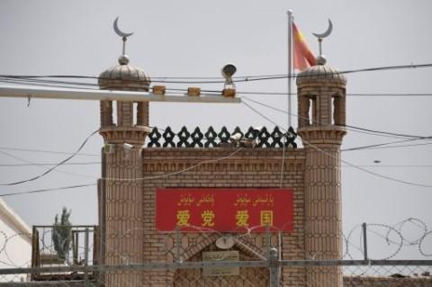Tiongkok Bantah Tudingan Hancurkan Masjid di Xinjiang