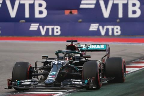 F1GP Rusia: Sengit, Lewis Hamilton Pimpin Balapan GP Rusia