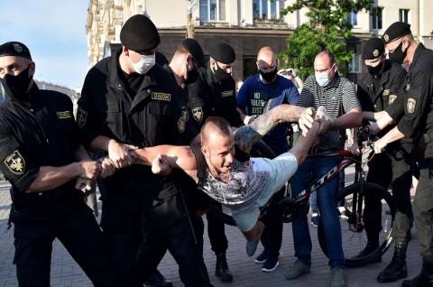 Penangkapan Massal Warnai Demo Pekan Ketujuh di Belarusia
