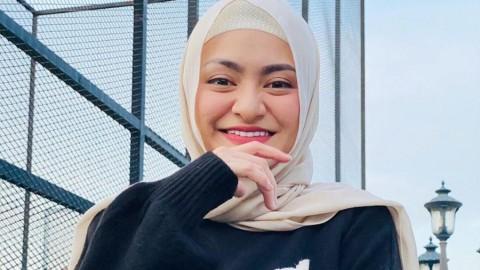 Mualaf dan Berhijab, Nathalie Holscher Hibahkan Semua Baju Seksinya