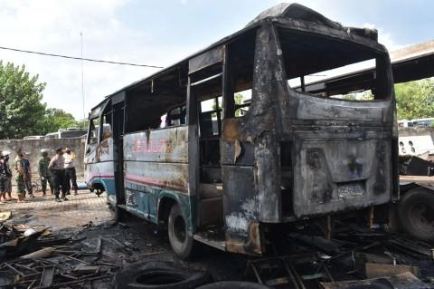 Kebakaran Landa Garasi Bus di Madiun