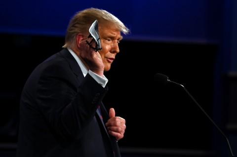 Trump Pertanyakan Efektivitas Masker dalam Mitigasi Covid-19