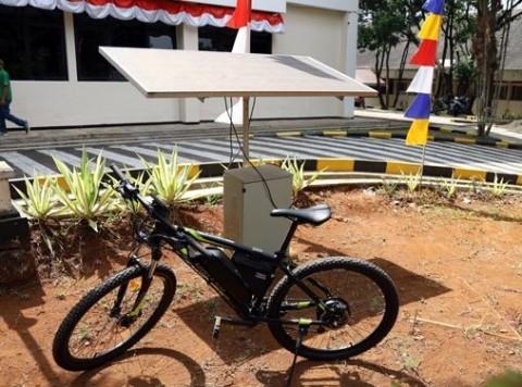 Sepeda Listrik Tenaga Surya Hasil Inovasi Tiga Mahasiswa Unpad