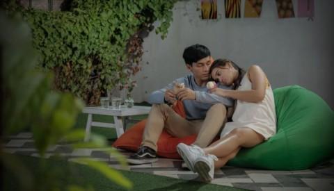 Melihat Jefri Nichol Patah Hati di Trailer Seperti Hujan yang Jatuh ke Bumi