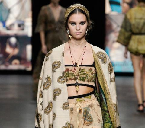 Hebat! Kain Endek Bali Warnai Koleksi Christian Dior Spring/Summer 2021