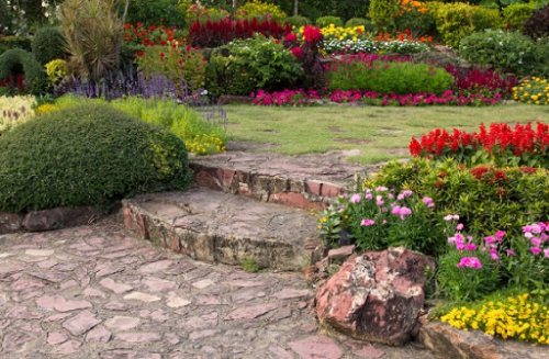 Taman minimalis belakang rumah tidak butuh furnitur yang berat dan ribet.  (Foto: Ilustrasi. Dok. Freepik.com)