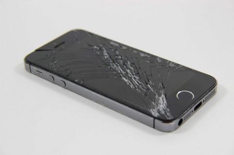 Apple Bayangkan iPhone Lipat dengan Layar Ajaib