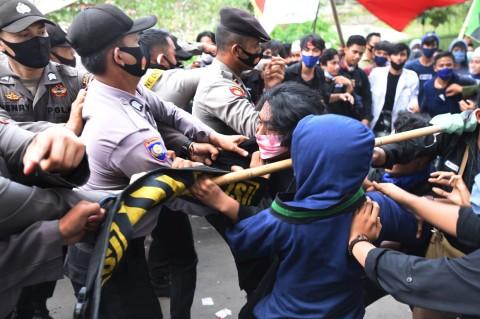 Demo Hari Jadi ke-20 Banten Ricuh
