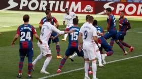 Levante vs Real Madrid: Vinicius dan Benzema Menangkan El Real