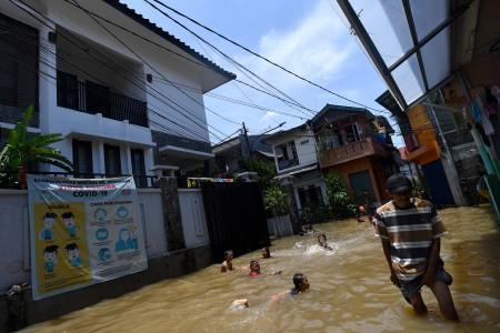 105,47 Ton Sampah Diangkut Pascahujan di Jakarta