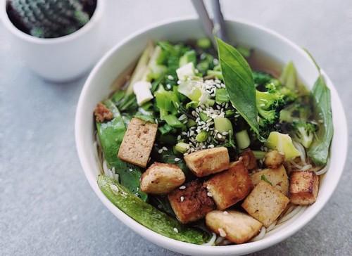 Makanan tinggi asam lemak omega-6 tidak harus selalu mahal dan sulit dicari. Kamu bisa makan tahu atau biji bunga matahari lho. (Foto: Pexels.com)