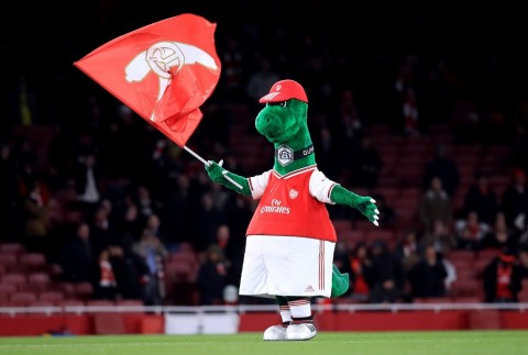Mesut Oezil Bersedia Bayar Gaji Maskot Arsenal