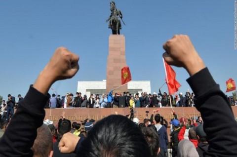 PM dan Ketua Parlemen Kirgistan Mundur di Tengah Aksi Protes