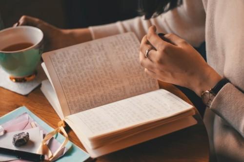 Coba membuat daftar baik dan baca hingga empat kali dalam sehari untuk mind set kamu yang baru. (Foto: Pexels.com)